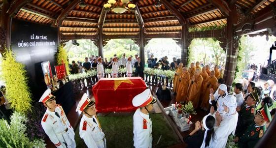 Lễ an táng nguyên Thủ tướng Phan Văn Khải ảnh 12
