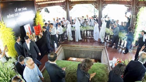 Lễ an táng nguyên Thủ tướng Phan Văn Khải ảnh 10