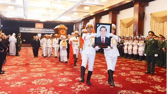 Đông đảo các tầng lớp nhân dân đưa tiễn nguyên Thủ tướng Phan Văn Khải ảnh 5