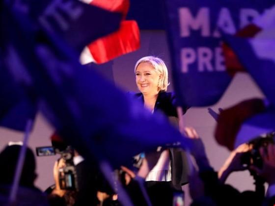 Quyết giành ghế tổng thống, bà Le Pen bỏ đảng cực hữu ảnh 1