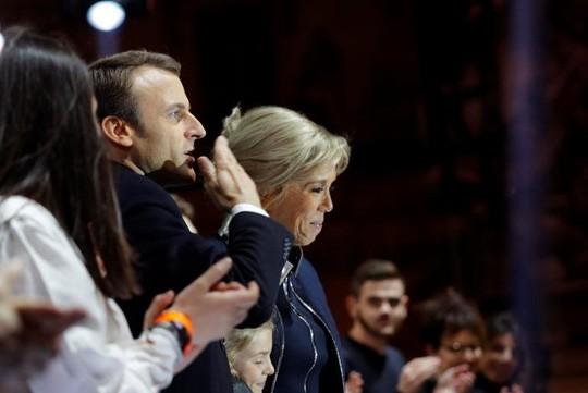 Ông Macron: Tay ngang thành tổng thống trẻ nhất nước Pháp - Ảnh 1.