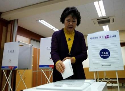 Công dân Hàn Quốc bắt đầu bỏ phiếu bầu Tổng thống ảnh 4
