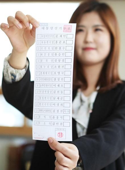 Công dân Hàn Quốc bắt đầu bỏ phiếu bầu Tổng thống ảnh 5