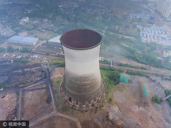 Trung Quốc phá dỡ nhà máy nhiệt điện ảnh 3