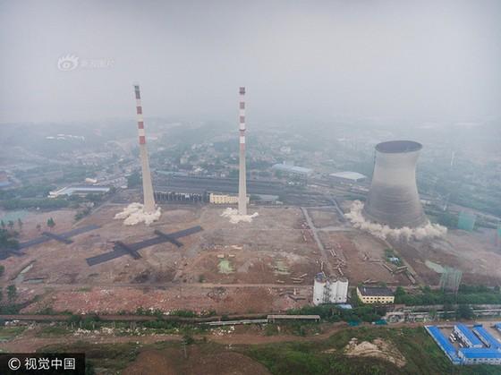 Trung Quốc phá dỡ nhà máy nhiệt điện ảnh 6