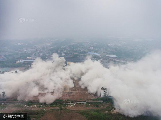 Trung Quốc phá dỡ nhà máy nhiệt điện ảnh 9