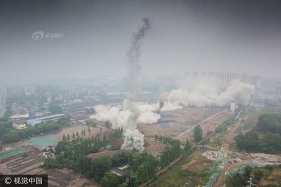 Trung Quốc phá dỡ nhà máy nhiệt điện ảnh 10