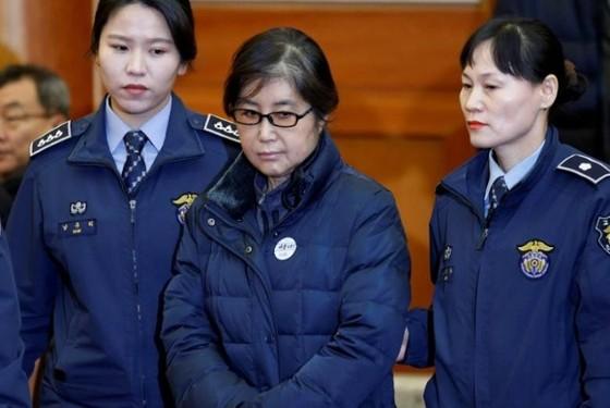 Bà Choi Soon-sil, 61 tuổi, người bạn thân lâu năm và cũng là nhân vật trung tâm trong bê bối tham nhũng khiến Tổng thống Park Geun-hye bị phế truất. Ảnh: Reuters