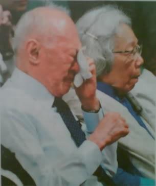 Cố thủ tướng Lý Quang Diệu trong tang lễ S. Rajaratnam năm 2006.