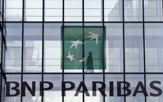 BNP Paribas là ngân hàng và công ty dịch vụ tài chính Pháp. Ngân hàng này xếp thứ 7 thế giới, với tổng giá trị tài sản 2.400 tỉ USD.