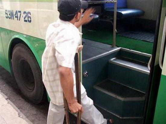 多項政策協助殘疾人士搭乘巴士 ảnh 1