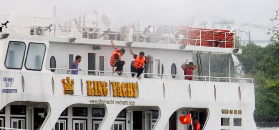 Tàu khách đâm tàu du lịch chìm trên sông Sài Gòn, cứu sống 118 người  ảnh 11