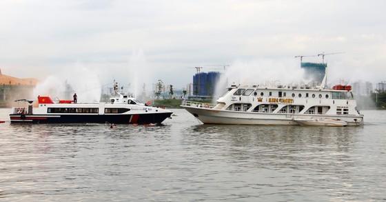 Tàu khách đâm tàu du lịch chìm trên sông Sài Gòn, cứu sống 118 người  ảnh 2