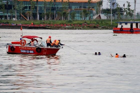 Tàu khách đâm tàu du lịch chìm trên sông Sài Gòn, cứu sống 118 người  ảnh 4