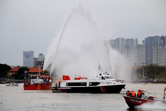 Tàu khách đâm tàu du lịch chìm trên sông Sài Gòn, cứu sống 118 người  ảnh 6