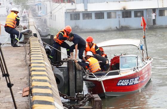 Tàu khách đâm tàu du lịch chìm trên sông Sài Gòn, cứu sống 118 người  ảnh 7