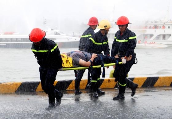 Tàu khách đâm tàu du lịch chìm trên sông Sài Gòn, cứu sống 118 người  ảnh 8