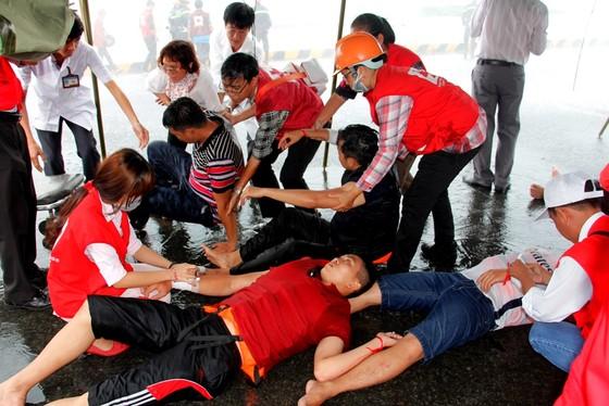 Tàu khách đâm tàu du lịch chìm trên sông Sài Gòn, cứu sống 118 người  ảnh 9