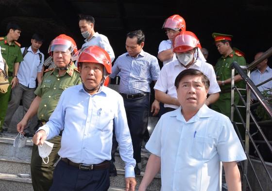 Phó Thủ trướng Trương Hòa Bình thị sát hiện trường vụ cháy Carina     ảnh 1