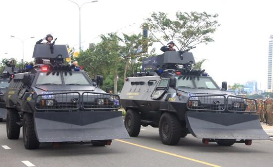 Xem lực lượng an ninh bảo vệ APEC luyện khí công và chống khủng bố, giải cứu con tin  ảnh 7