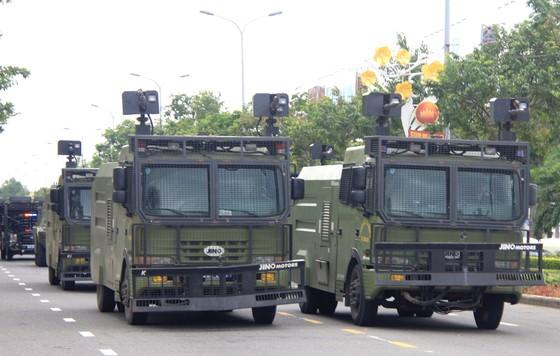 Xem lực lượng an ninh bảo vệ APEC luyện khí công và chống khủng bố, giải cứu con tin  ảnh 8
