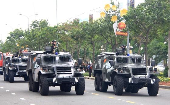 Xem lực lượng an ninh bảo vệ APEC luyện khí công và chống khủng bố, giải cứu con tin  ảnh 9