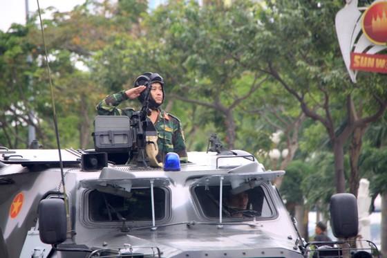 Xem lực lượng an ninh bảo vệ APEC luyện khí công và chống khủng bố, giải cứu con tin  ảnh 10