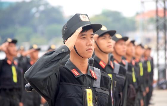 Xem lực lượng an ninh bảo vệ APEC luyện khí công và chống khủng bố, giải cứu con tin  ảnh 12