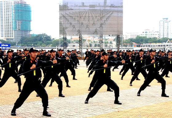 Xem lực lượng an ninh bảo vệ APEC luyện khí công và chống khủng bố, giải cứu con tin  ảnh 14