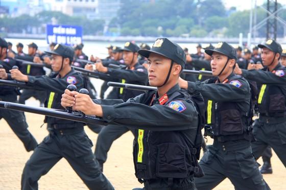 Xem lực lượng an ninh bảo vệ APEC luyện khí công và chống khủng bố, giải cứu con tin  ảnh 15