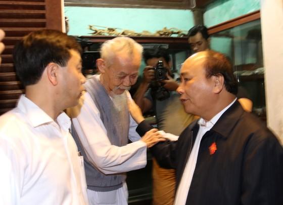 Thủ tướng lội nước thăm người dân phố cổ Hội An ảnh 5