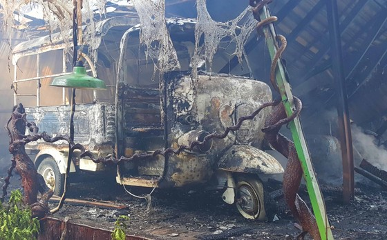 Cháy lớn thiêu rụi quán cà phê xe cổ ở Đà Lạt ảnh 3