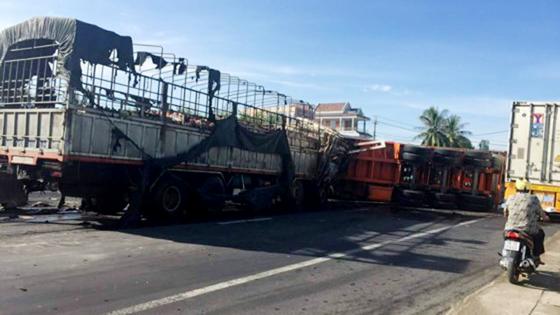 Tại nạn liên hoàn tại Khánh Hòa, nhiều xe bốc cháy trên Quốc lộ 1A  ảnh 1