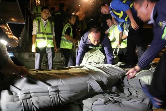 Máy bay Nga chở hàng cứu trợ đã đến Cam Ranh ảnh 4