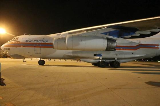 Máy bay Nga chở hàng cứu trợ đã đến Cam Ranh ảnh 1