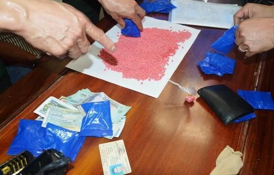 Vận chuyển gần 4.000 viên ma túy tổng hợp từ Lào vào Việt Nam tiêu thụ ảnh 2