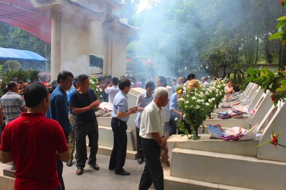 Hàng ngàn người về Ngã ba Đồng Lộc tri ân các anh hùng liệt sĩ ảnh 2