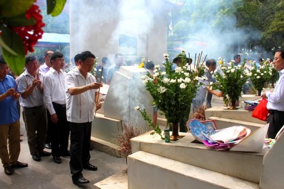 Hàng ngàn người về Ngã ba Đồng Lộc tri ân các anh hùng liệt sĩ ảnh 1