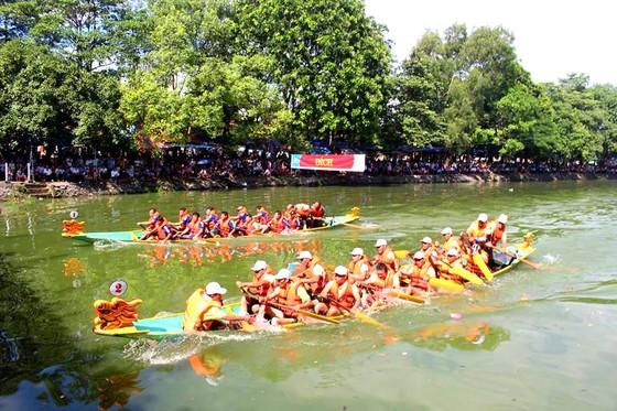Sôi nổi giải đua thuyền toàn tỉnh Hà Tĩnh ngày 2-9  ảnh 4