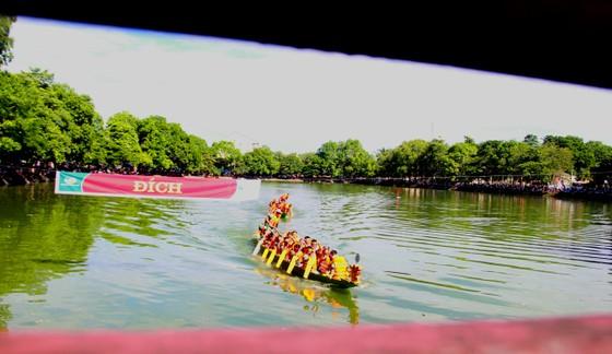 Sôi nổi giải đua thuyền toàn tỉnh Hà Tĩnh ngày 2-9  ảnh 5