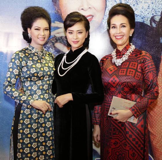 Dàn sao Việt diện áo dài mừng Cô ba Sài Gòn ảnh 2