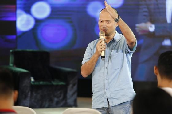 Lại Văn Sâm làm MC gameshow đầu tiên trên điện thoại ảnh 2