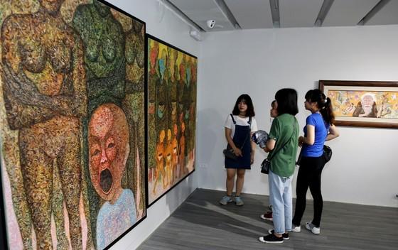 Trưng bày 33 tác phẩm của 8 nghệ sĩ trẻ đương đại ảnh 1