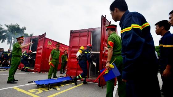 Hàng trăm chiến sĩ PCCC tham gia hội thi nghiệp vụ cứu hộ, cứu nạn   ảnh 5