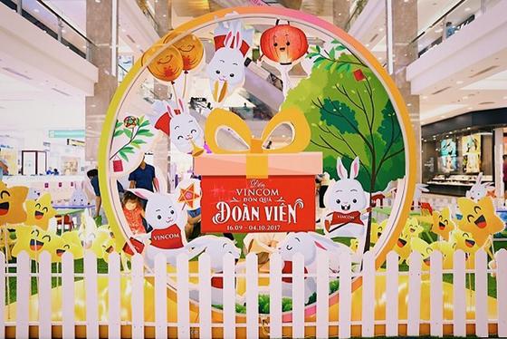 """Đến Vincom đón """"siêu trăng kỷ lục"""" ảnh 6"""
