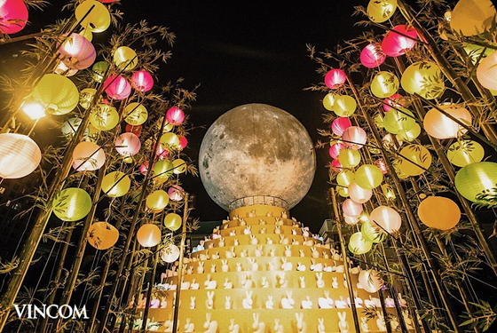 """Đến Vincom đón """"siêu trăng kỷ lục"""" ảnh 1"""