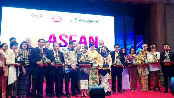 Tổng hội NN&PTNTVN nhận giải thưởng Sáng kiến ASEAN về Phát triển nông thôn và xóa đói giảm nghèo dà ảnh 2
