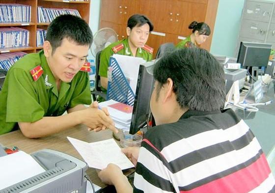 Chính phủ đồng ý bỏ sổ hộ khẩu, giấy chứng minh nhân dân ảnh 1