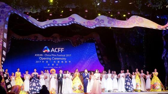 Đạo diễn Hoàng Nhật Nam làm giám khảo LHP Các nước Đông Nam Á và Trung Quốc 2017 ảnh 1