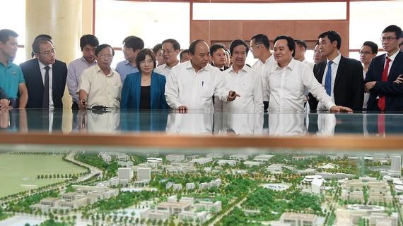 Thủ tướng thị sát việc xây dựng ĐHQGHN ở  Hòa Lạc